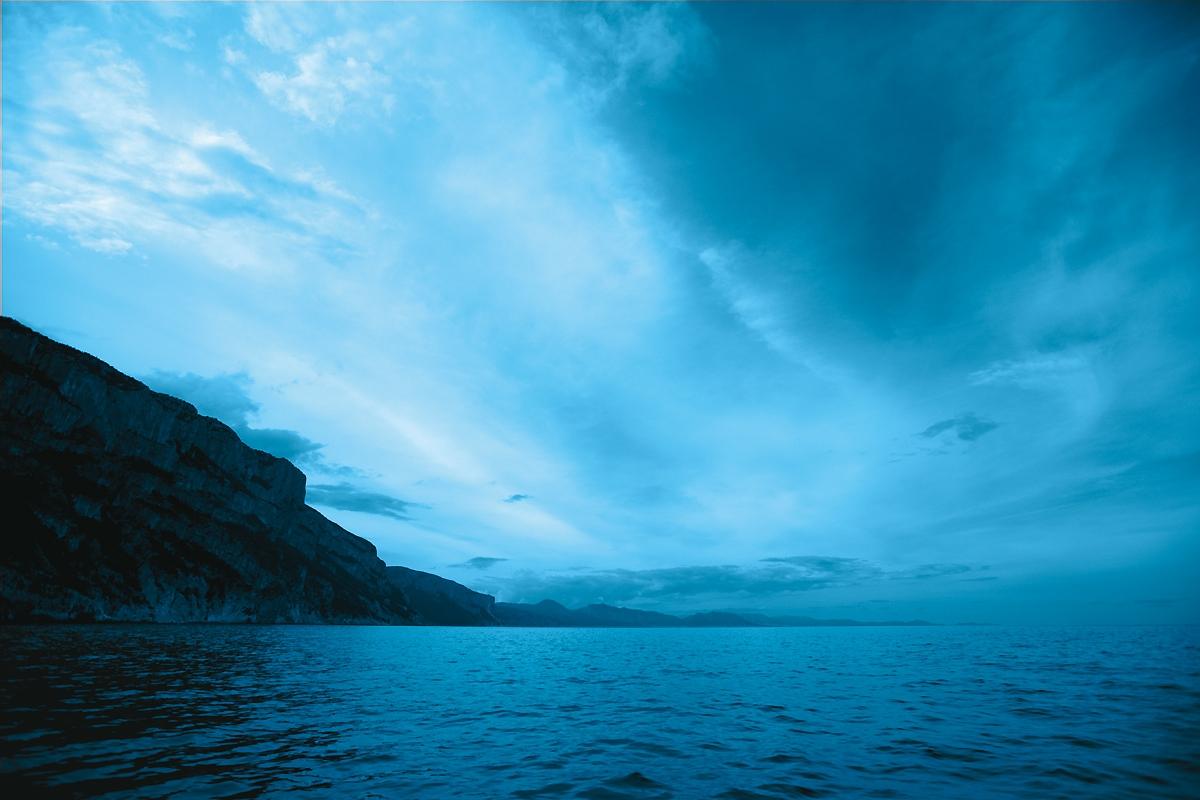 Włochy Sardynia, Oliwka, Blue Serum Chanel