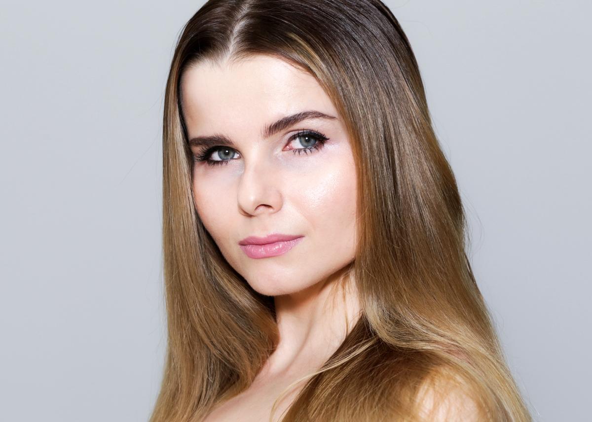 Charlotte Tilbury Liv It Up, Włosy wyprostowane