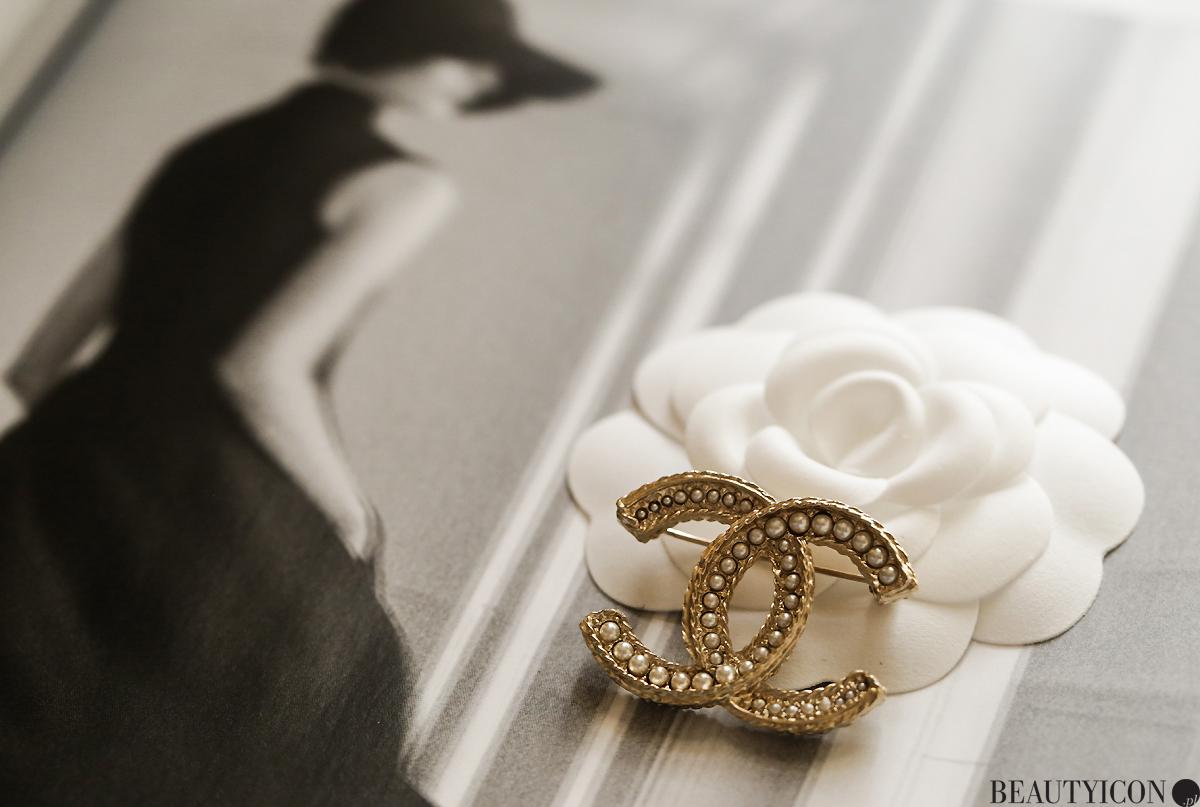 Broszka Chanel, biżuteria Chanel