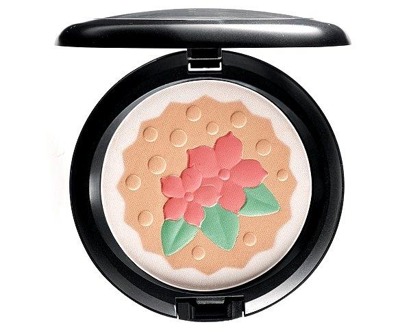 bakingbeauties-pearlmattefacepowder-inforatreat