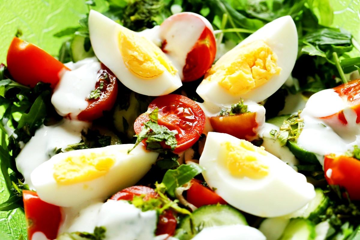 Sałatka z miętą jajkiem