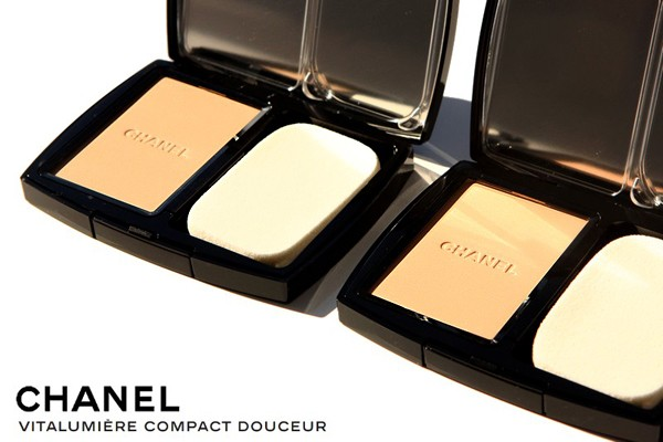 Chanel VITALUMIERE COMPACT
